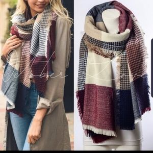 ON THE WAY BLANKET SCARVES